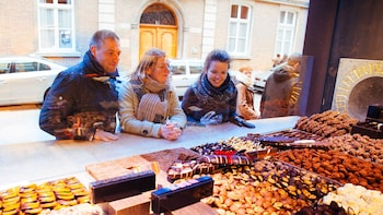 Private Shopping Tour for Foodies in Bruges