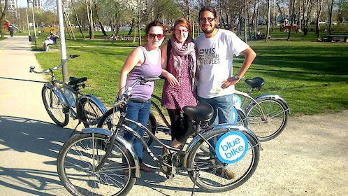Trio poses with bikes on tour of Zagreb