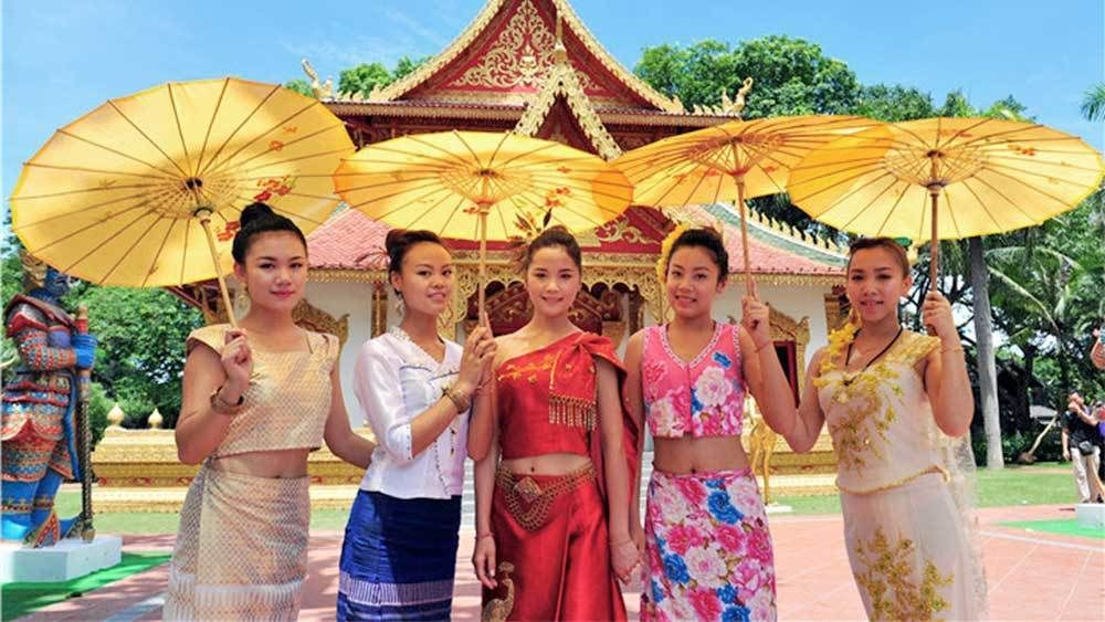 Ladies Splendid China Folk Village