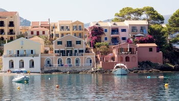 Full-Day Kefalonia Discovery Tour with Wine Tasting