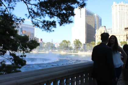 Couple watches the fountains outside the Bellagio