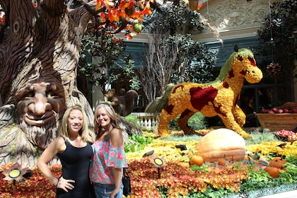 People pose next to Bellagio Conservatory & Botanical Gardens