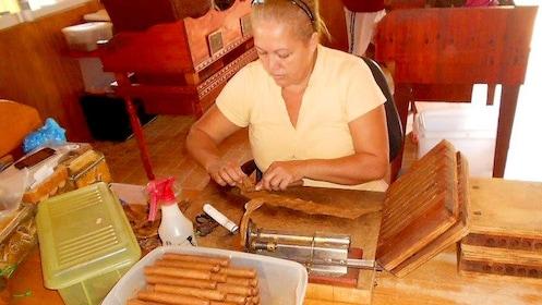 Woman rolling cigars in Aruba