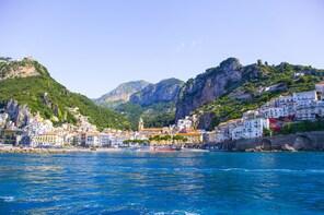 Tour in barca della Costiera Amalfitana da Sorrento o Napoli