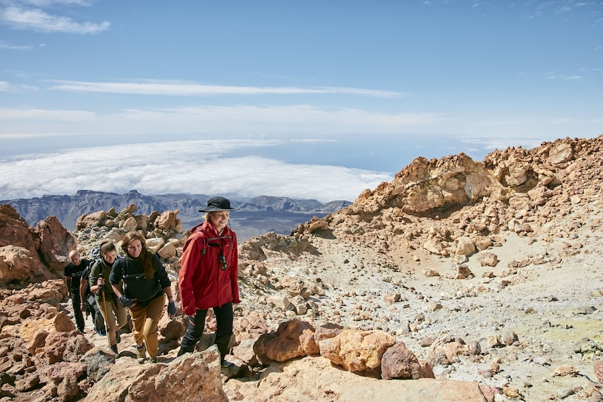 Ver elemento 5 de 6. Guided Hike to Mount Teide Summit with Roundtrip Cable Car Ride