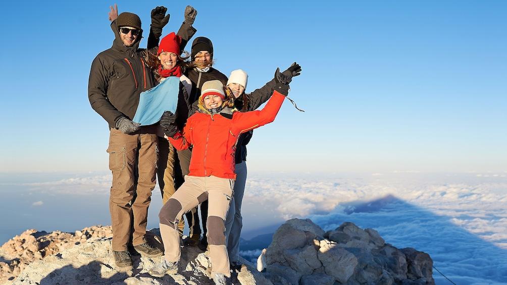 Foto 1 van 6. Hiking group on top of Mount Teide