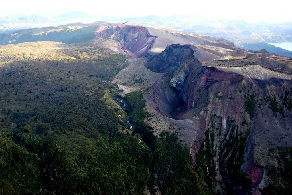 Mount Tarawera & Rotorua Lakes 50 minute Scenic Flight