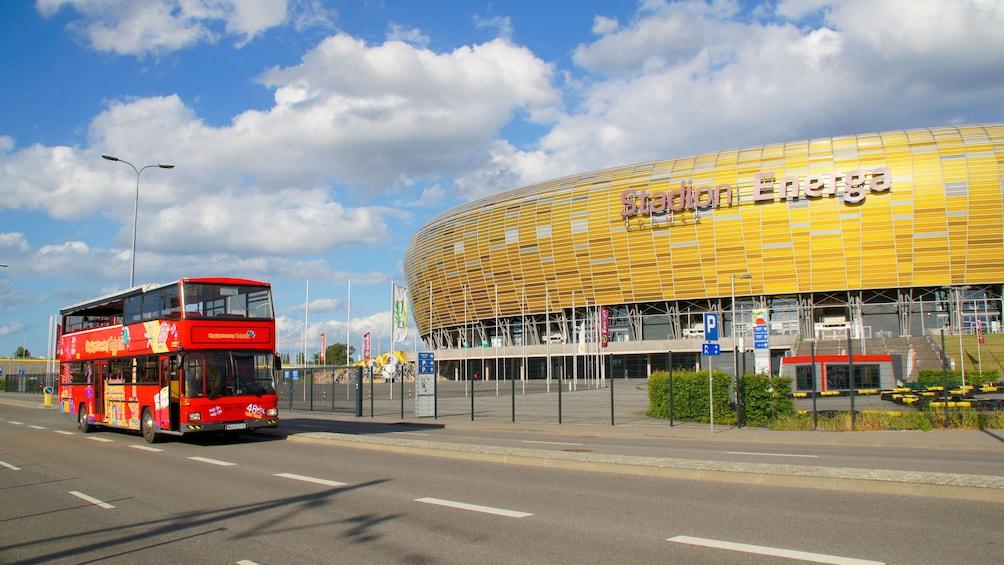 Öppna foto 1 av 10. Hop on Hop Off Bus in Gdansk next to the Stadion Energa