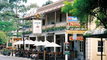 Adelaide Highlights & Hahndorf Town Tour by Gray Line
