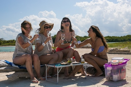 Sian kaan picnic moment.jpg