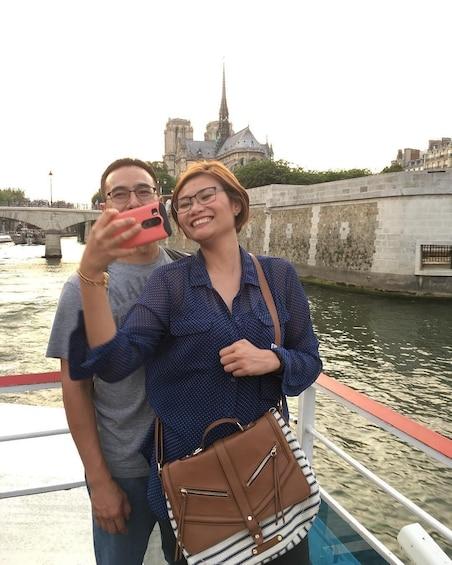 Charger l'élément 5 sur 10. Seine River Cruise Ticket with Audio-Guide