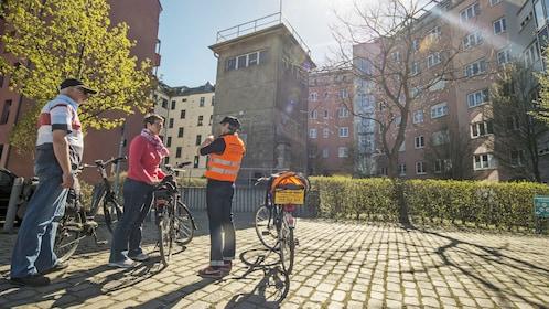 Couple on the Berlin Wall Bike Tour