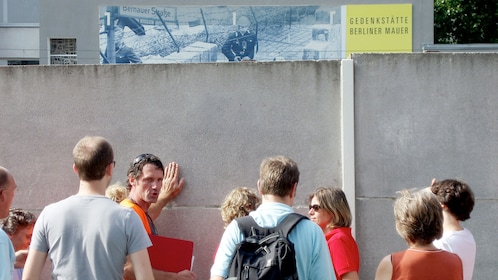 Group and tour guide on the Berlin Wall Bike Tour