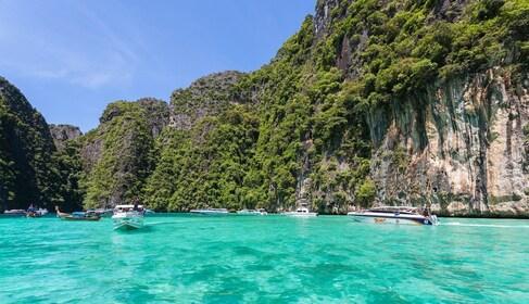 Isla_Phi_Phi_Lay,_Tailandia,_2013-08-19,_DD_02.JPG