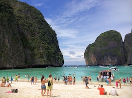 Phi Phi Islands Snorkeling Excursion with Buffet Lunch from Koh Lanta