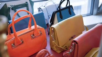Small-Group Vintage Fashion Shopping Tour with a Style Coach