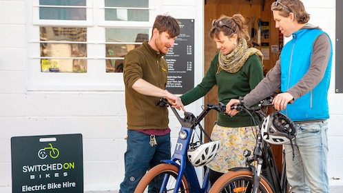 Couple Inspects bikes at shop in Wellington