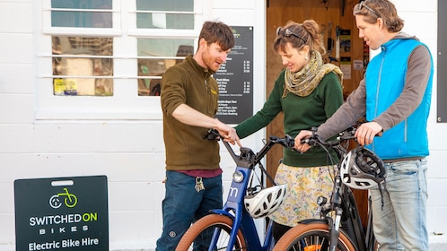 Couple learn about bikes at shop in Wellington
