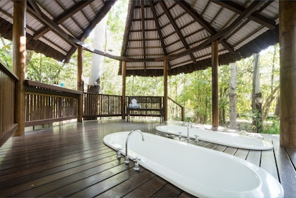 Couples bath tubs at Paradise Cove Resort in Queensland