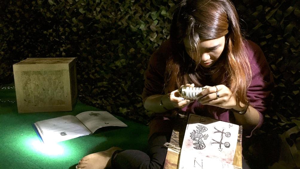 แสดงภาพที่ 4 จาก 5 Girl solving puzzles in escape room in Phuket