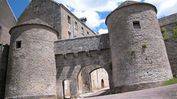Half-Day Mediaeval Village Tour with Visit to Abbey of Fontenay