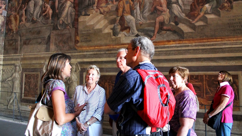 Ver elemento 3 de 9. Tour group in Vatican museums in Rome