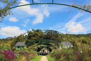 Giverny & Skip-the-Line Versailles Full-Day Tour from Paris