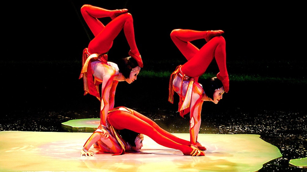 Charger l'élément 4 sur 10. Contortionist in middle of performance in Cirque du Soleil O at the Bellagio in Las Vegas