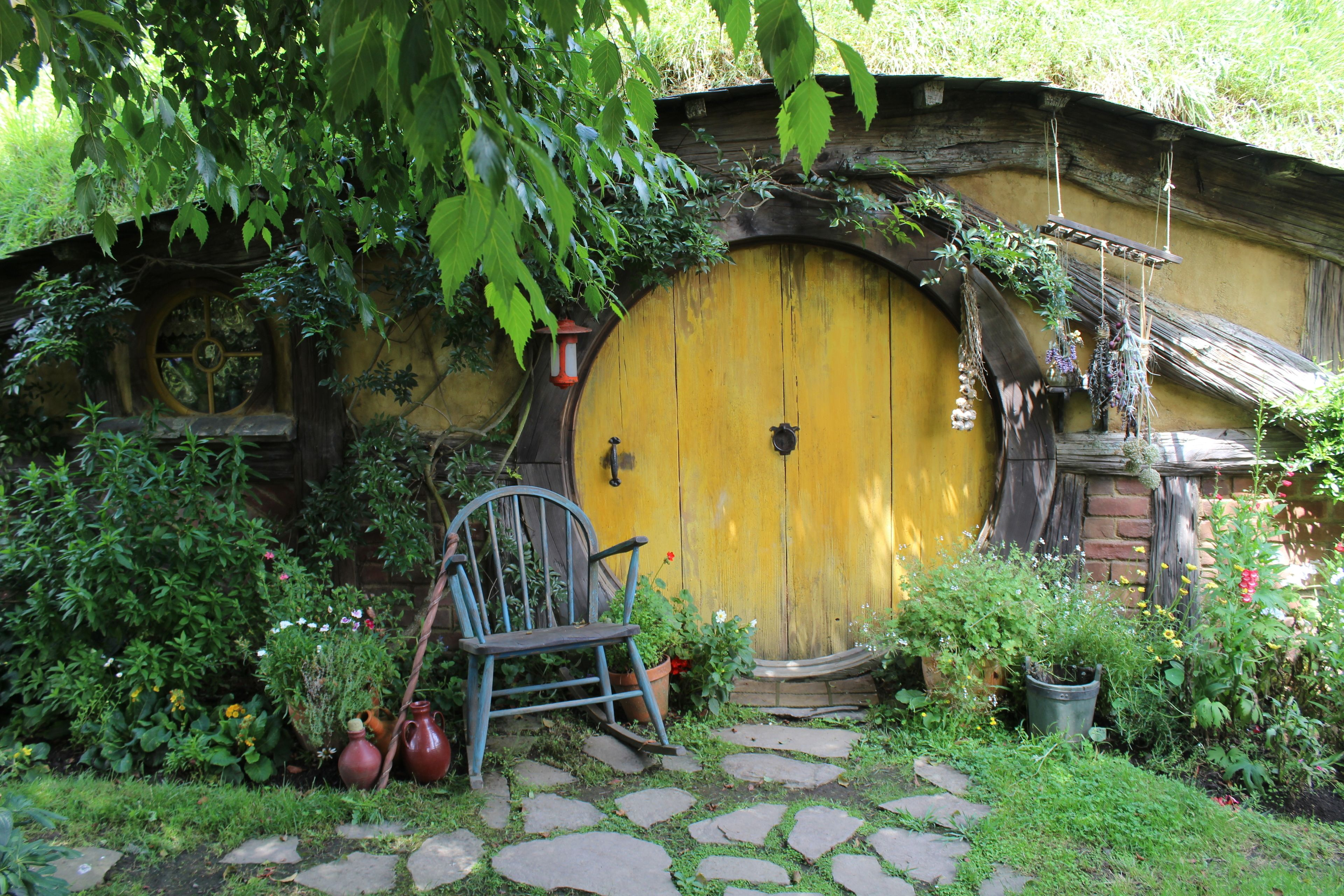 1-Day Hobbiton, Rotorua & Waitomo Caves Tour
