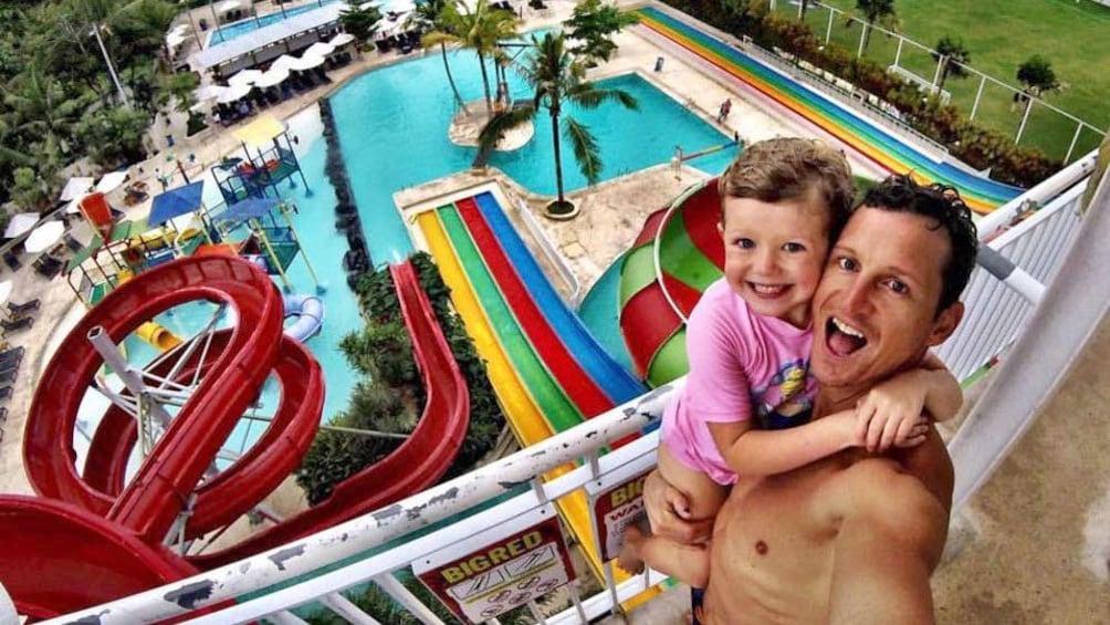 正在顯示第 4 張相片,共 8 張。 Father and child at waterpark in Bali