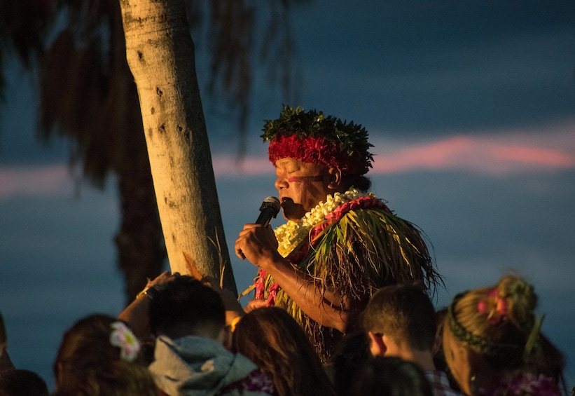 Luau performing singing for a crowd on Oahu