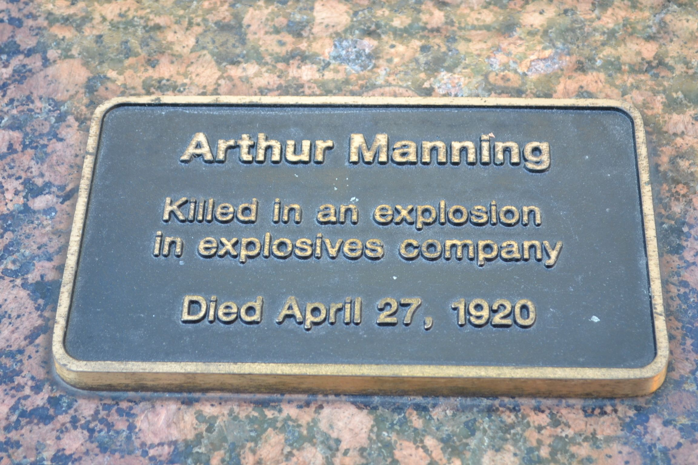 Plaque commemorating the death of Arthur Manning from an explosion