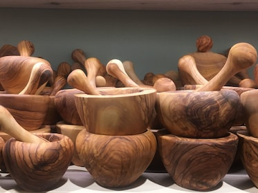 Wooden bowls with wooden pestels