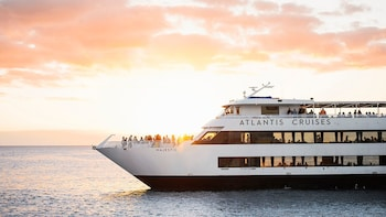 Waikiki Sunset Dinner Cruise Aboard the Majestic