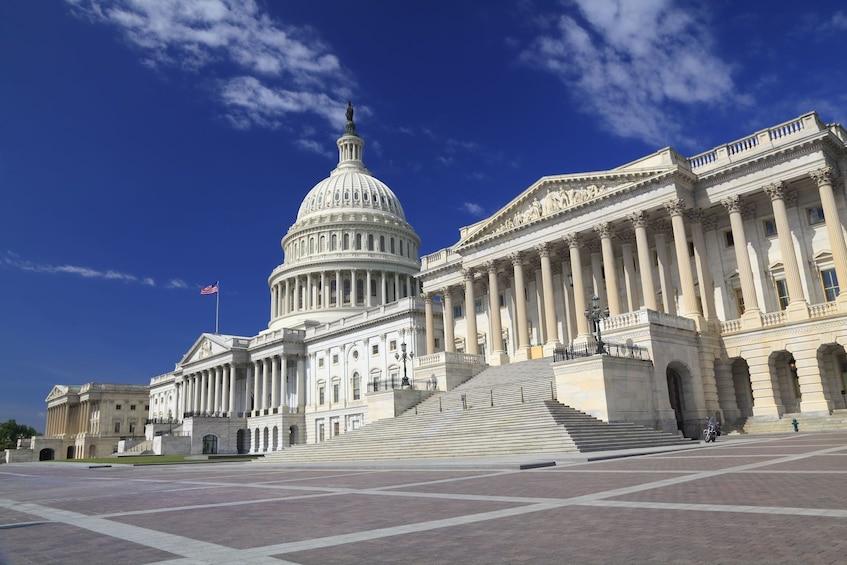 Ver elemento 1 de 12. Capitol Building in Washington DC