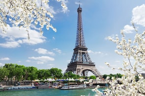 Ensisijainen sisäänpääsy Eiffel-tornin toiseen kerrokseen oppaan kanssa