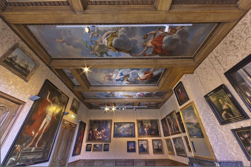 Åpne bilde 2 av 5. View of multiple artworks in Cromhouthuis museum in Amsterdam