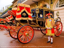 Royal Mews at Buckingham Palace and Changing the Guard Tour