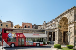 Hop-on, hop-off-tour door de oude stad van Corfu