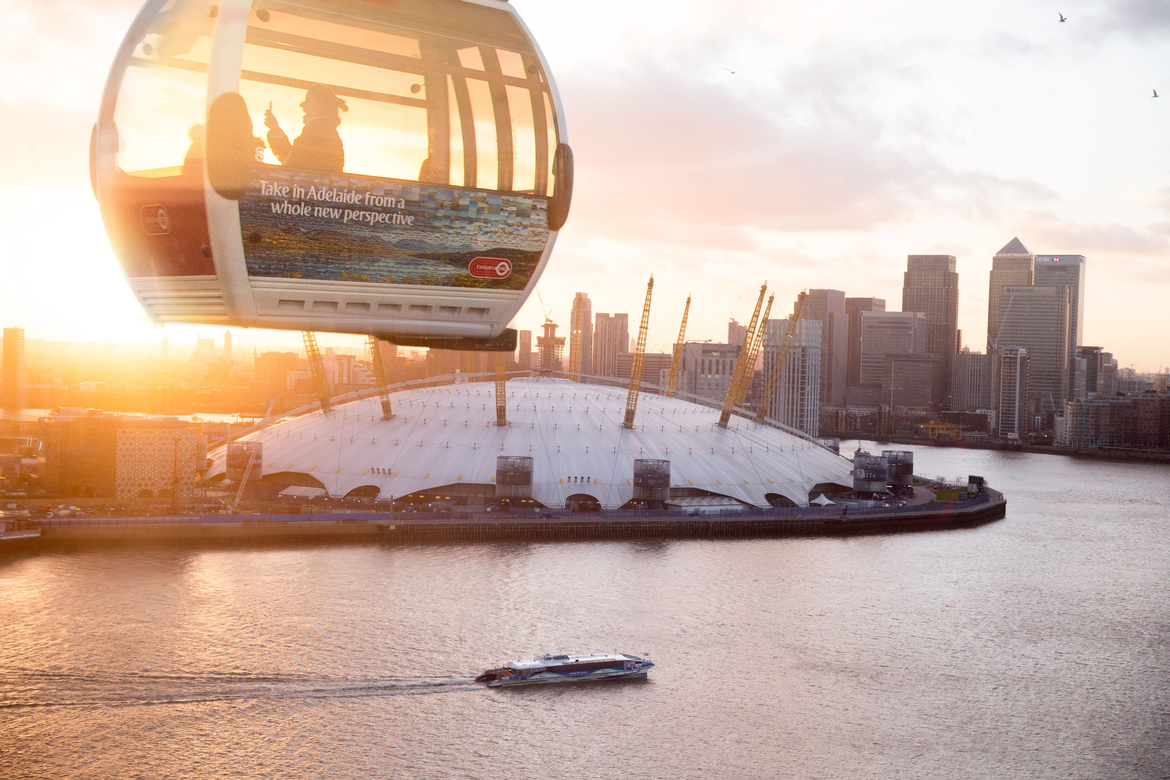Aerial tram over the Thames in London