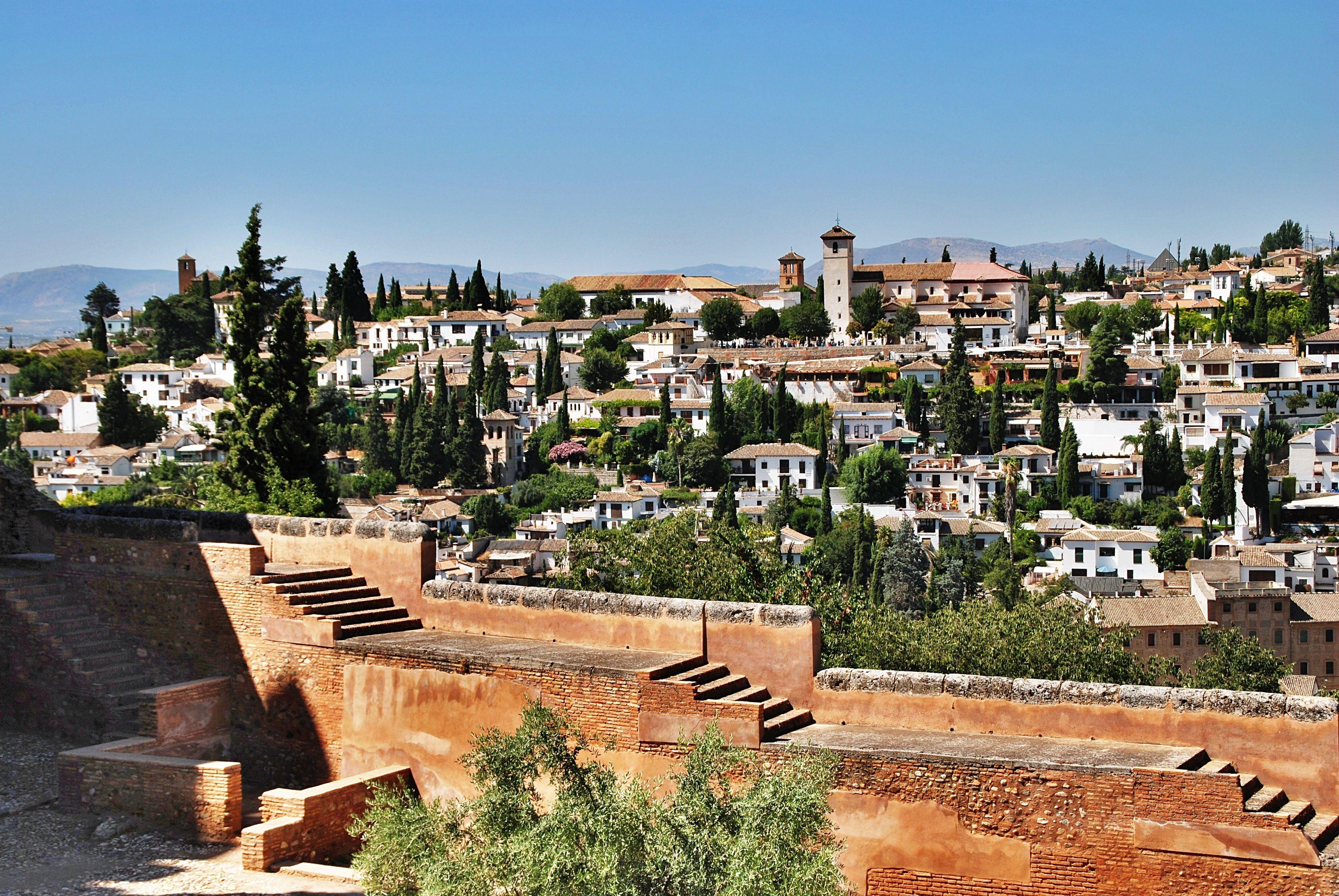 Alhambran, Albayzínin ja islamilaisten palatsien kävelykierros jonojen ohi
