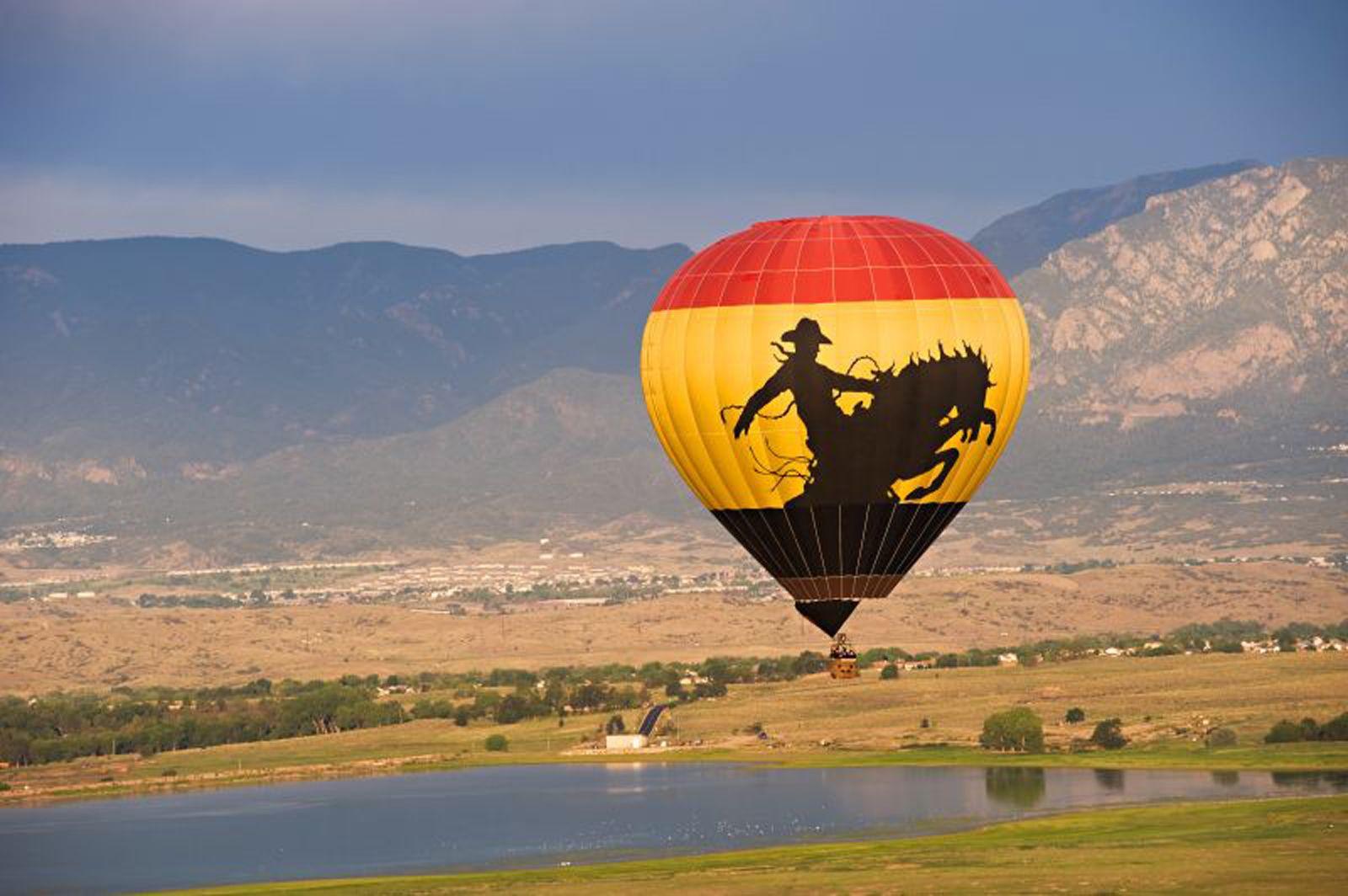 HOT AIR BALLOON FLIGHT - Colorado Springs Sunrise