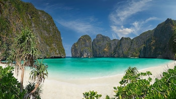 Phi Phi & Khai Nai Islands Full-Day Tour by Speedboat