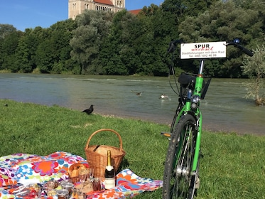 Bicycle next to a picnic lunch in a park in Munich