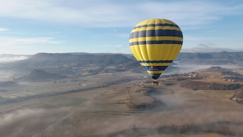 1-hour Private Balloon Flight with pick-up from Barcelona