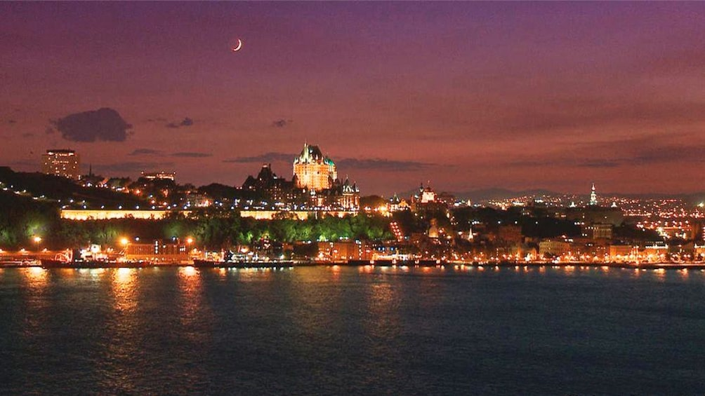 Evening Cruise In Quebec City with Circus Acts