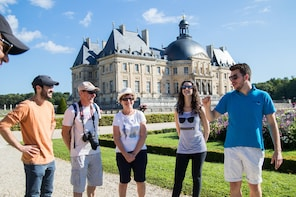 Small Group Fontainebleau and Vaux-Le-Vicomte from Paris