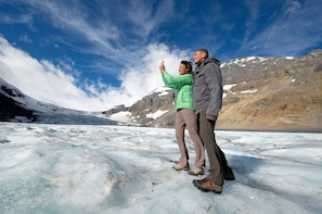 Jasper to Banff and Lake Louise Icefields Parkway Tours