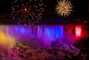 Night Tour of Niagara Falls with Dinner and Cruise
