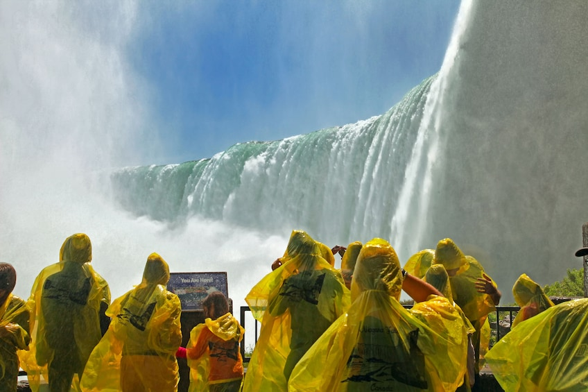 Ultimate Niagara Falls Tour Plus Helicopter Ride and Lunch